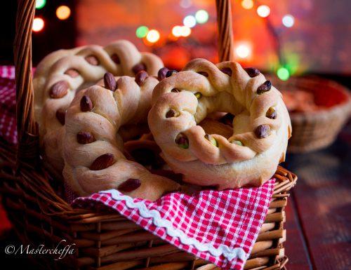 Cuccidati di pane, ricetta siciliana tradizionale