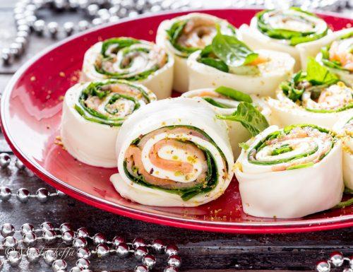 Rotolo di mozzarella al salmone e spinaci