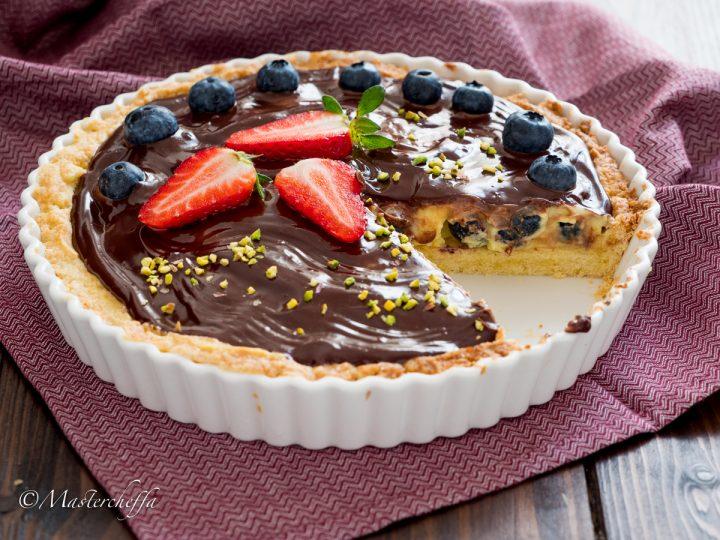 Crostata alla crema con mirtilli e ganache al cioccolato