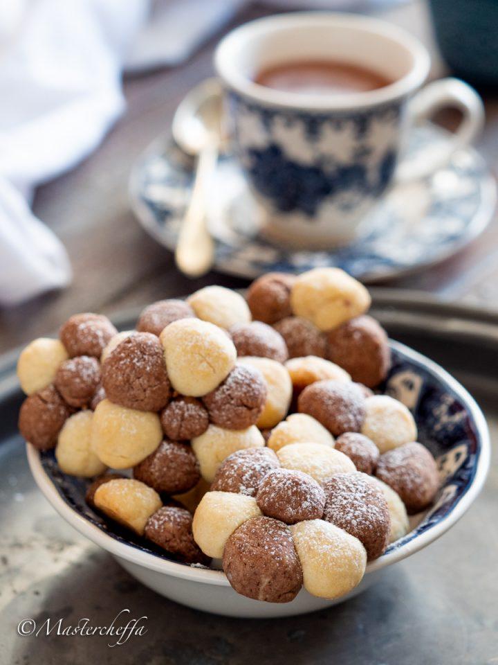 Biscotti a fiore vaniglia e cacao