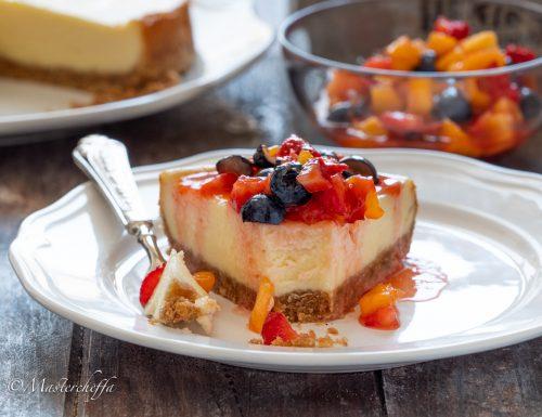 Cheesecake con macedonia di frutta fresca