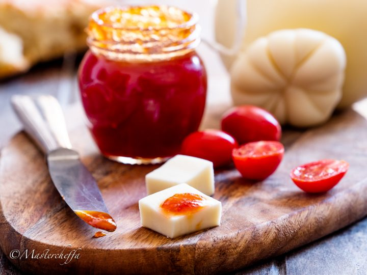 confettura di pomodori o marmellata di pomodori