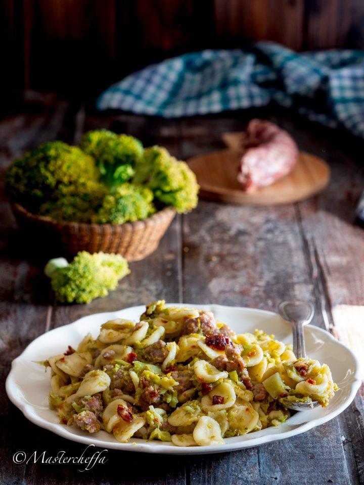 Pasta fresca cavolfiore (o broccoli), salsiccia e capuliato