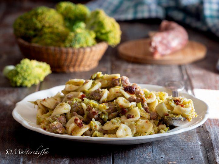 Pasta fresca cavolfiore (o broccoli), salsiccia e capuliato orizzontale