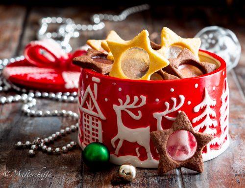 Biscotti natalizi con vetrini al cacao e bianchi
