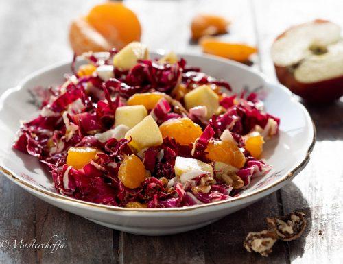 Insalata di radicchio con frutta e noci