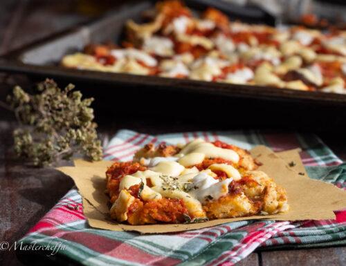 Pane pizza in teglia, ricetta con pane raffermo