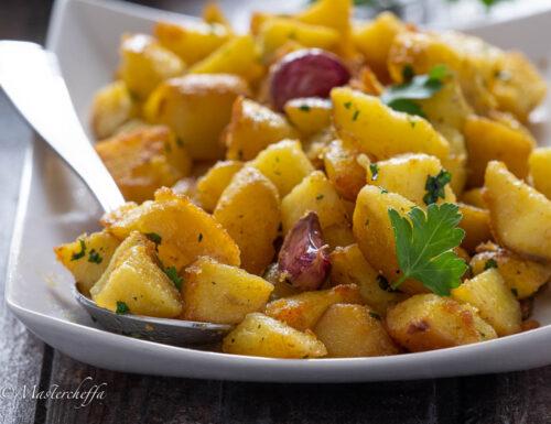 Patate all'aglio (pommes de terre à l'ail)