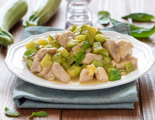 Bocconcini di pollo e zucchine in padella