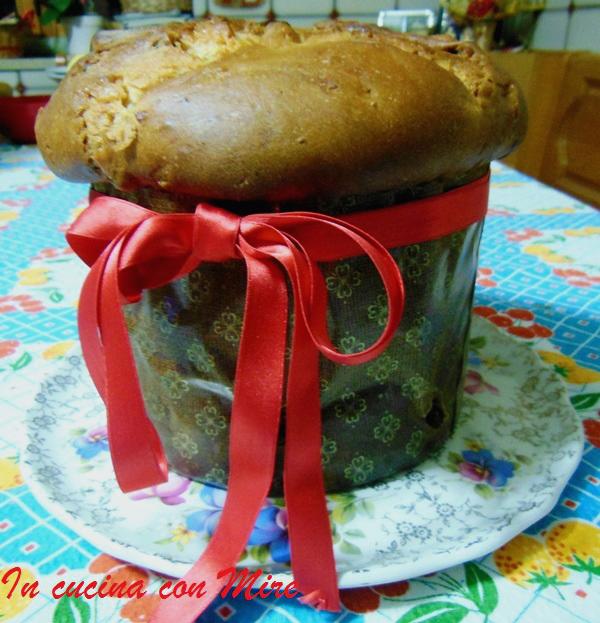 http://blog.giallozafferano.it/incucinaconmire/panettone-con-pasta-madre/