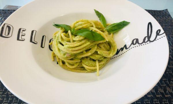 Spaghetti pesto di zucchine e speck