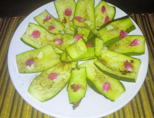 Zucchine marinate ai petali di rosa