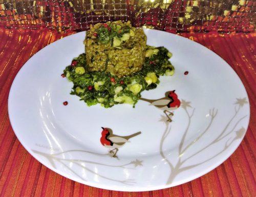 Tortino di farro con pesto vegano su letto di spinaci e cannellini