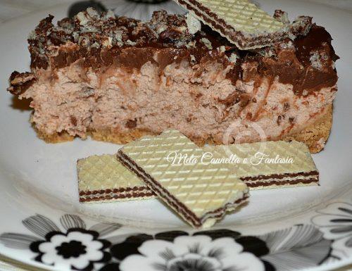 Cheesecake fredda con crema di wafer alla nocciola e ganache al cioccolato fondente