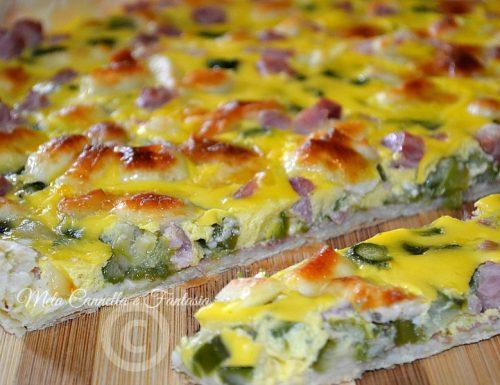 Pizza rustica con asparagi e speck