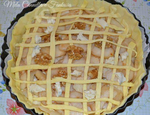 Torta rustica con gorgonzola, pera e noci