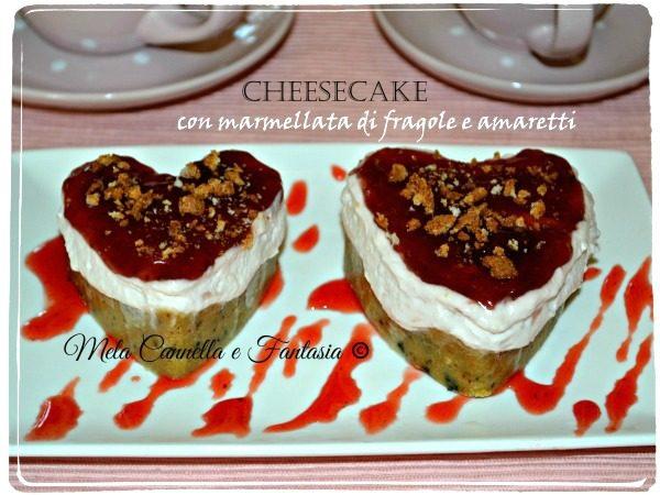 Cheesecake con marmellata di fragole e amaretti