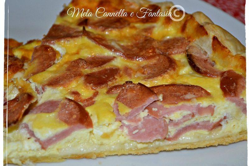 Pizza rustica con stracchino e wurstel