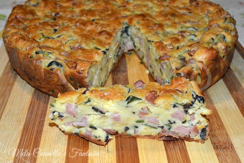 Torta salata con mortadella, olive nere, zucchine ed Emmental