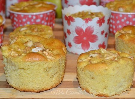 Muffins con cuore di mele all'Amaretto di Saronno e mandorle tostate