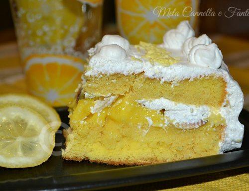 Lemon Curd Cake (Torta farcita con crema di limone, mandorle a scaglie e panna montata)
