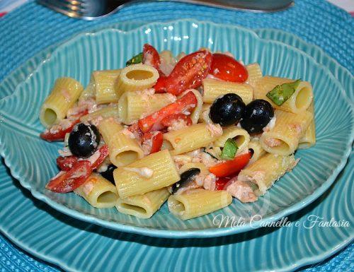 Pasta estiva con tonno olive mozzarella e datterini