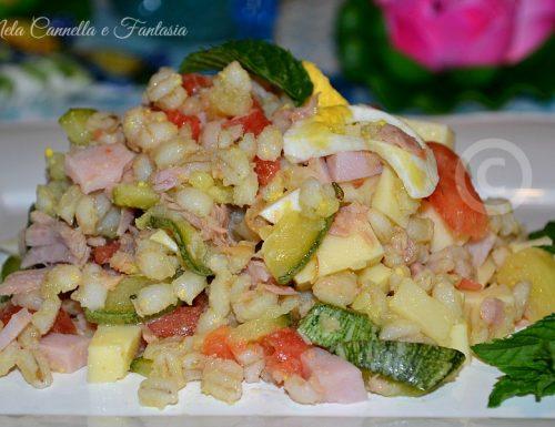 Insalata di orzo perlato con verdure