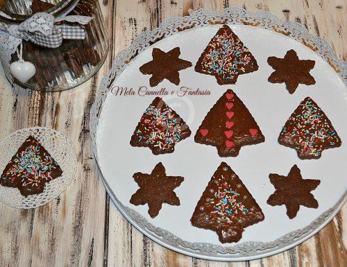 Biscotti natalizi con pasta frolla al cacao e nocciole