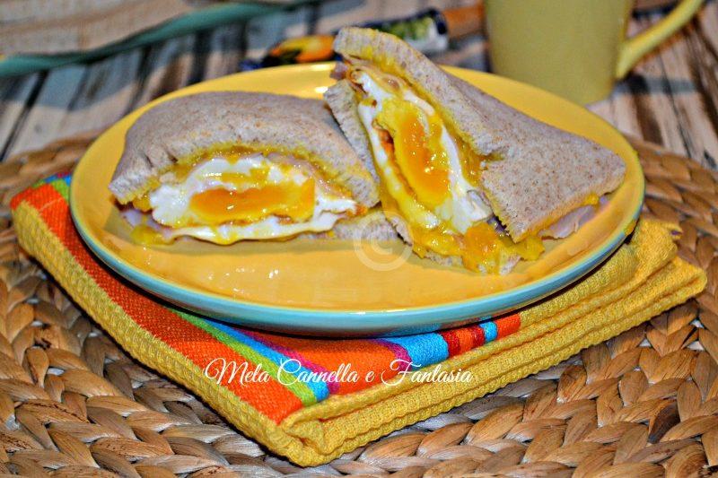 Sandwich integrale, con uovo fritto e crema di peperone