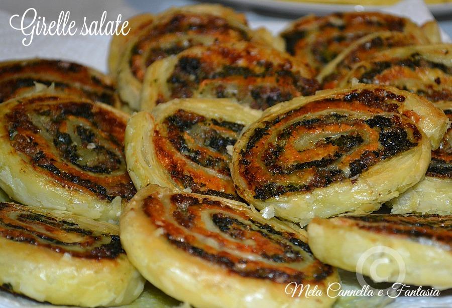 Girelle salate con stracchino, salsiccia e spinaci