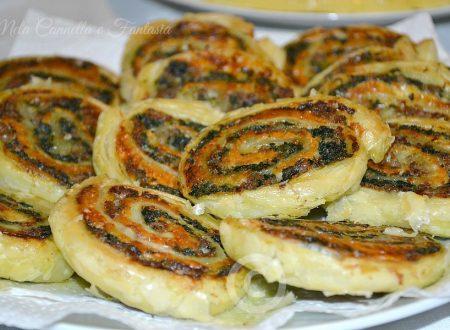Girelle salate con stracchino, salsiccia e spinaci - ricetta sfiziosa