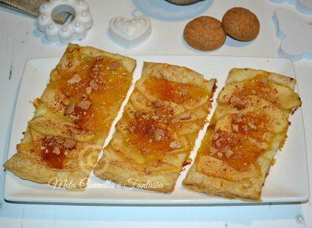Sfogliatine di mele con marmellata e amaretti