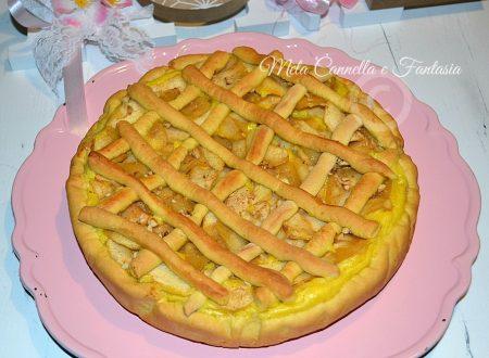 Crostata di mele con crema pasticcera e nocciole