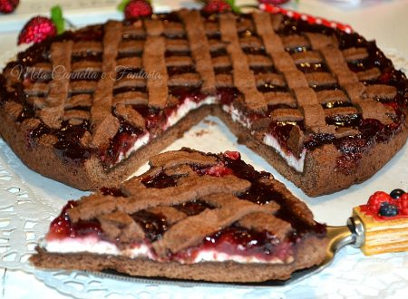 Crostata al cacao con ricotta e confettura di amarene