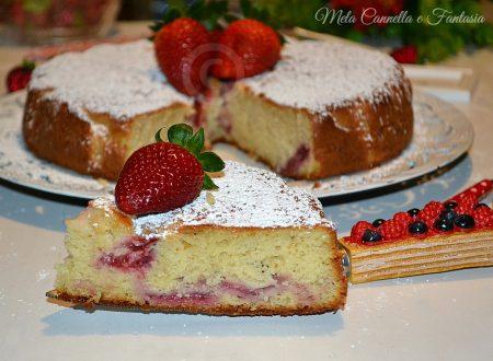 Torta con fragole fresche e yogurt senza burro