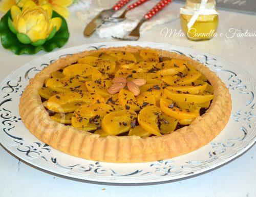 Crostata morbida con ganache al cioccolato e pesche sciroppate