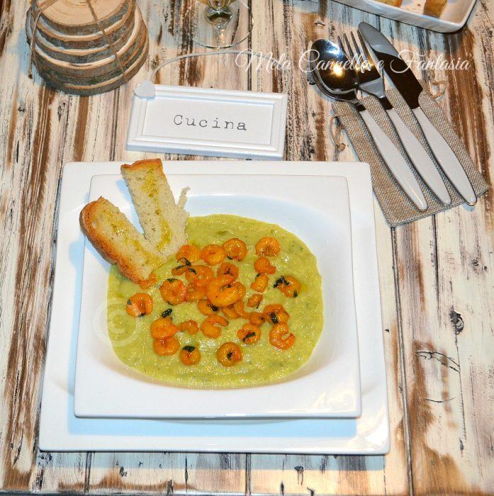 Vellutata zucchine e patate con gamberetti allo zafferano