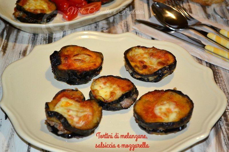 Tortini di melanzane salsiccia e mozzarella, ricetta facile e veloce