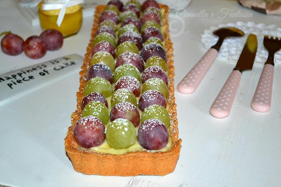 crostata con crema e uva