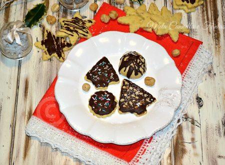 Biscotti alla nocciola senza burro glassati al cioccolato