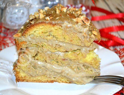 Torta panettone farcita con crema al caffè e nocciole