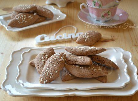 Biscotti al cacao e granella di zucchero senza burro