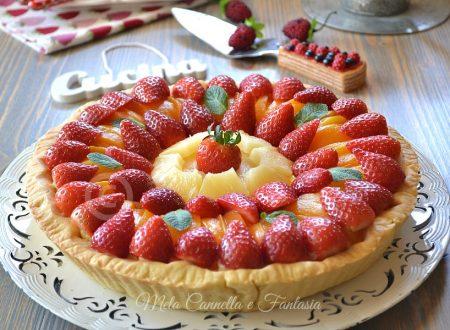 Crostata di frutta fresca con crema al profumo di limone