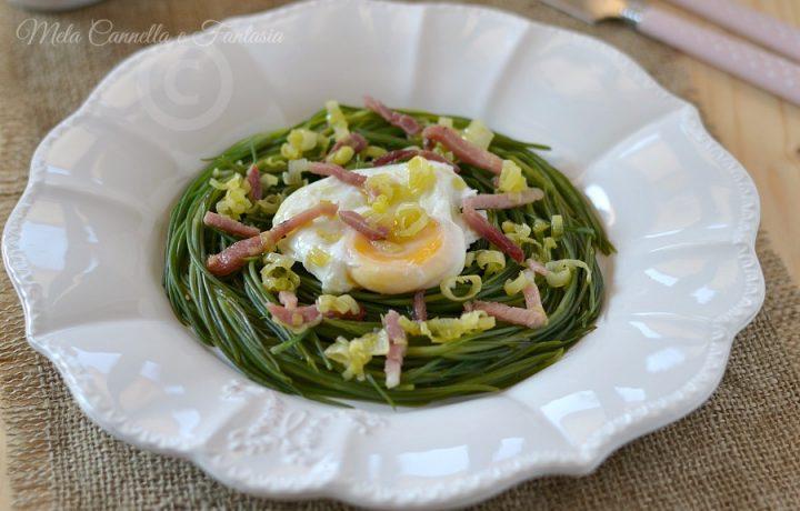 Agretti con uovo al tegamino porro e speck croccante