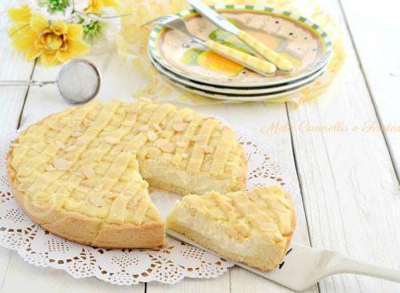 Crostata di ricotta con crema pasticcera e mandorle
