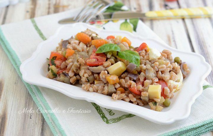 Insalata di farro con verdure – ricetta estiva facile e gustosa
