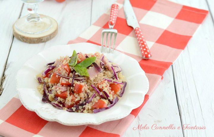 Insalata di quinoa con cavolo rosso pronta in 10 minuti!