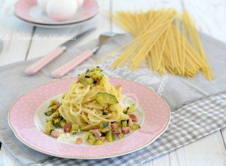 Carbonara di zucchine e pancetta, cremosa e gustosissima