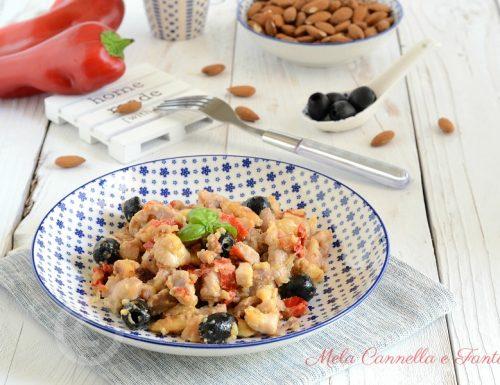 Pollo alle mandorle con peperoni e olive nere facile e gustoso