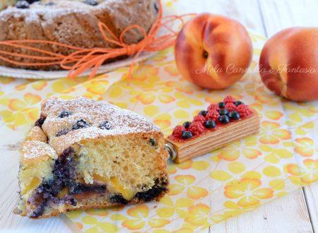 Torta ai mirtilli con pesche e yogurt – ricetta senza burro